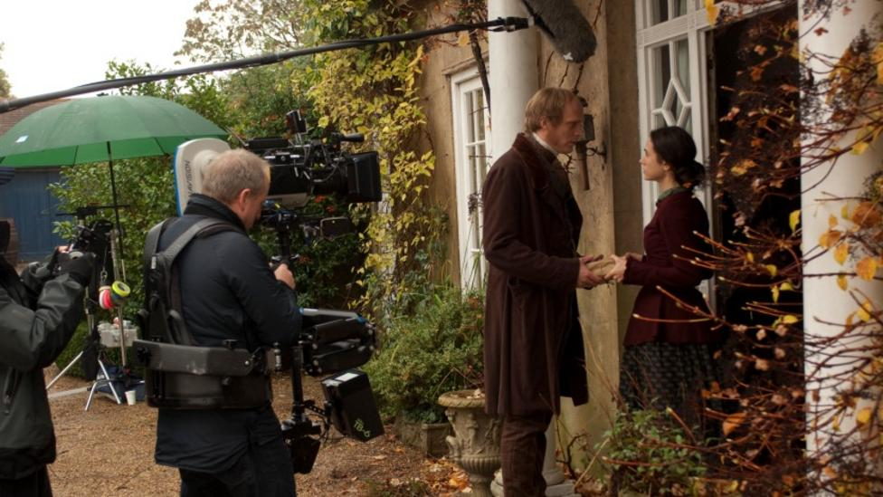 Paul Bettany and Jennifer Connelly on the set of Creation