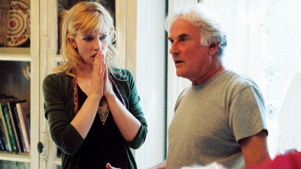 Cate Blanchett and Richard Eyre on the set of Notes On A Scandal