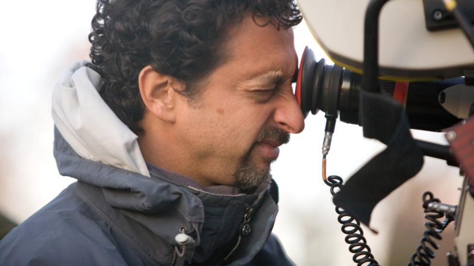 Director Grant Heslov on the set of The Men Who Stare At Goats