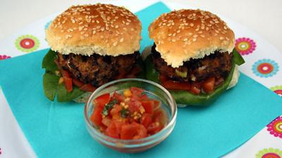 I Can Cook - Mini Veggie Burgers and Salsa