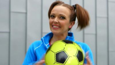 Nina and the Neurons - Get Sporty - Football