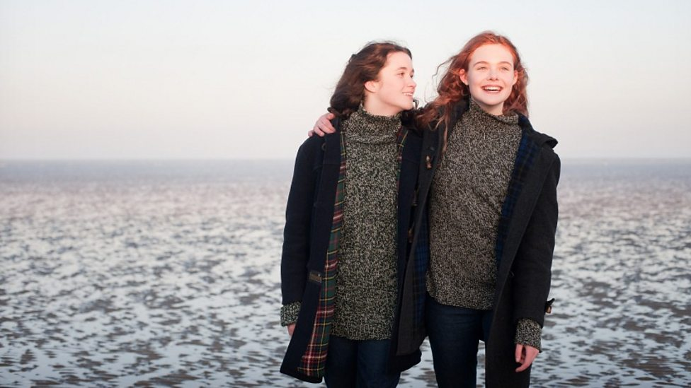 Alice Englert and Elle Fanning in Ginger and Rosa