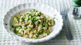 Cheesy pasta with courgette and peas