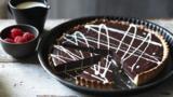Chocolate tart with white chocolate sauce