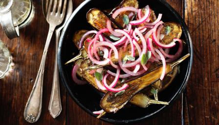 Baby aubergines with oregano and red onions