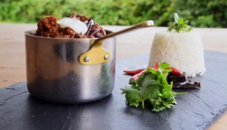 Beef chilli with bitter chocolate