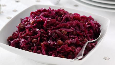 Braised red cabbage with apples and sherry vinegar