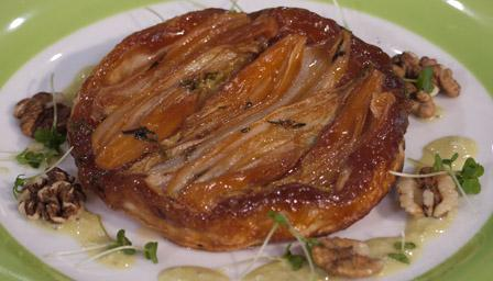 Caramelised chicory tart with Stilton vinaigrette