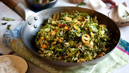 Dry curry of cabbage, carrot and coconut (Thoran)