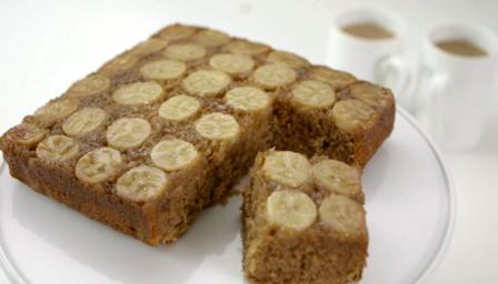 Dulce and banana traybake