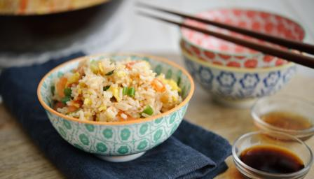 Egg fried rice with tomatoes
