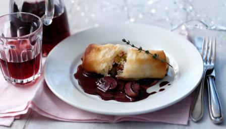 Filo strudel with port wine sauce