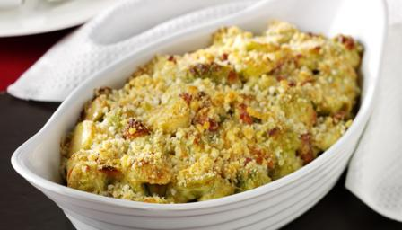 Brussels sprouts gratin with bacon, cream and almonds