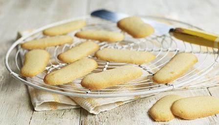 Bbc food recipes langues de chat biscuits - Langue de chat cuisine ...