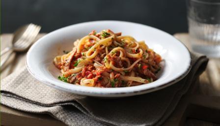 Tuna pasta sauce with linguine