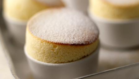 souffle lemon pudding souffle cake saucy lemon soufflé pudding lemon ...
