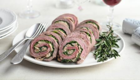 Neck of lamb stuffed with cannellini beans and hazelnuts