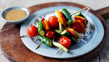 Oriental vegetable kebabs with peanut dressing