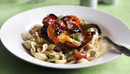Pepper, tomato and basil pasta