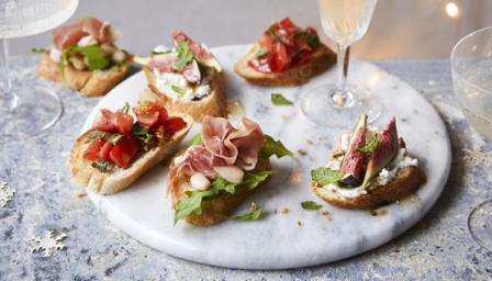 Quick canapé crostini