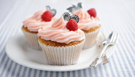 Raspberry and cream cupcakes