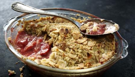 Strawberry and almond crumble