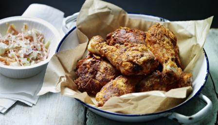 Tom's fried chicken in a basket
