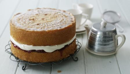 Victoria sponge with strawberry jam