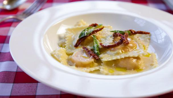 Butternut squash ravioli with fried sage leaves and sun for What to serve with butternut squash ravioli
