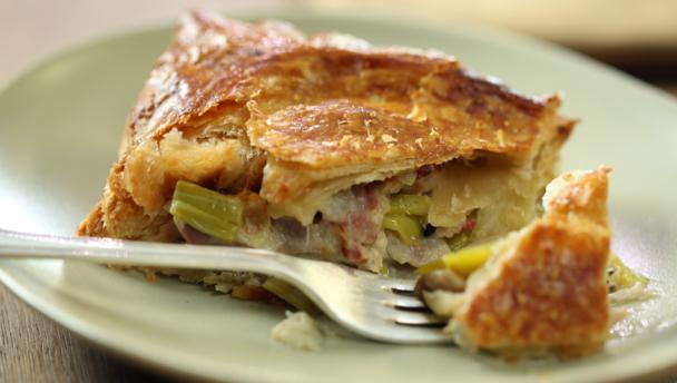 Chicken bacon and leek pies recipesbnb good food recipes chicken and leek pie recipes forumfinder Gallery