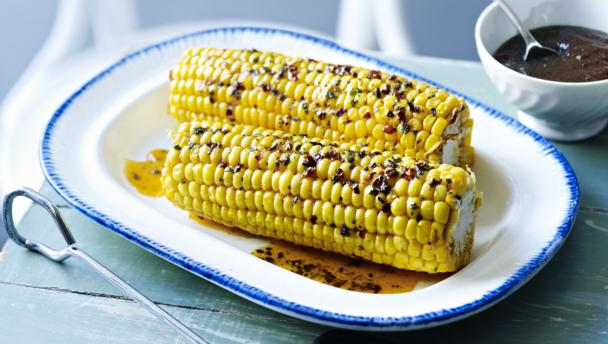 Corn on the cob with burnt-onion ketchup
