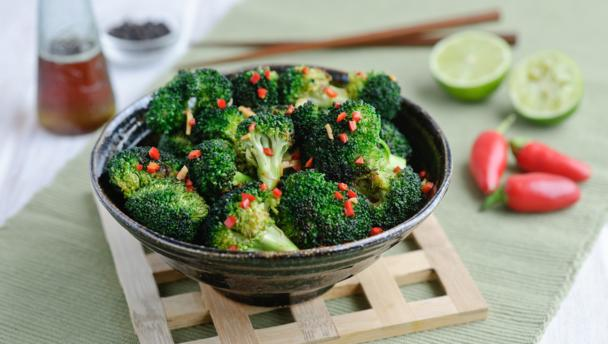 Garlic, chilli and broccoli stir-fry