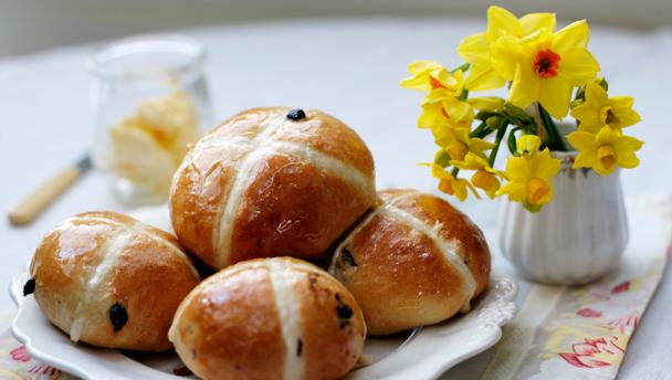 hotcrossbuns 397 16x9 Cute easter food decorations ideas