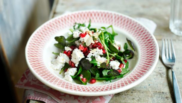 Leafy salad with feta and pomegranate