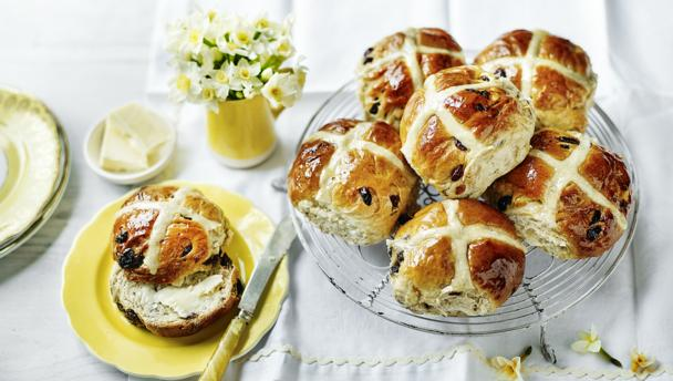 Bbc food occasions easter recipes and menus mary berrys hot cross buns forumfinder Choice Image