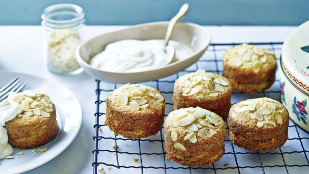 Mini apple and almond cakes