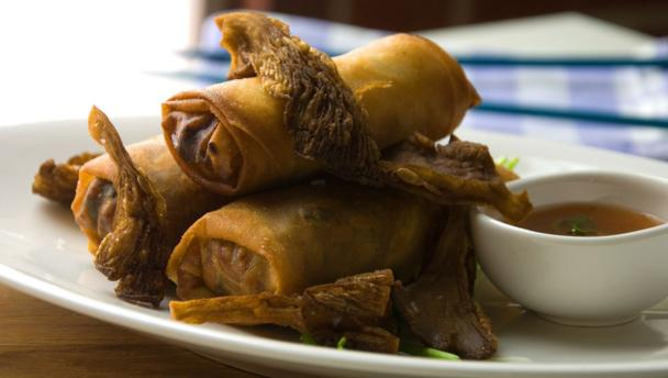 Spring rolls with crisp oyster mushrooms and dipping sauce