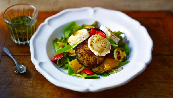 Warm goats' cheese salad