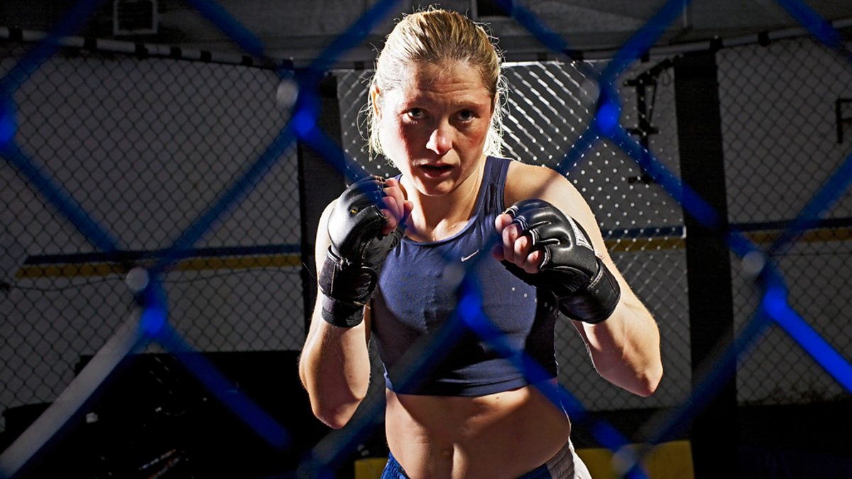 girls Female fighting fighter pics of cage