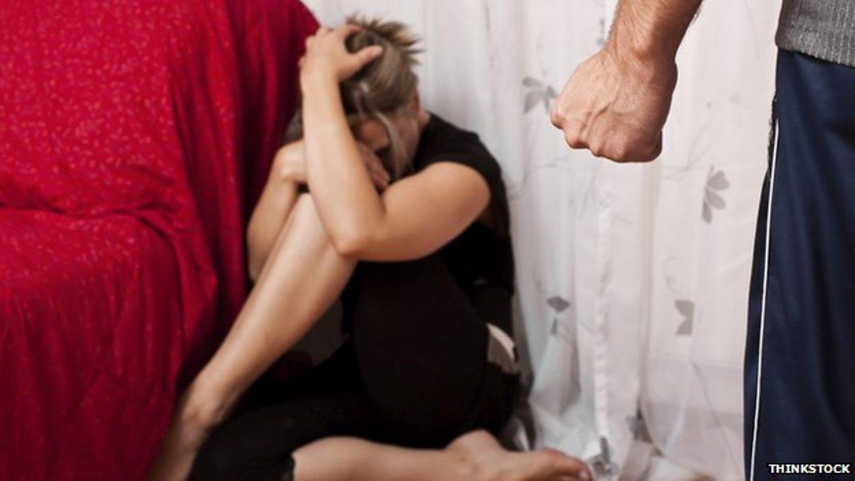 Рабыню избивают ногами 11 фотография