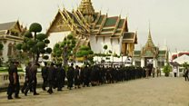 Mourners queue to see Thai King