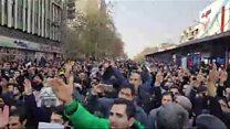 هواداران جنبش سبز در حمایت از موسوی، کروبی و خاتمی شعار دادند