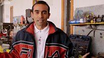 O homem que converte carros a gasolina em elétricos em uma das cidades mais poluídas do mundo