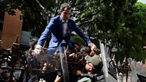 Guaidó tries to climb over fence to enter assembly