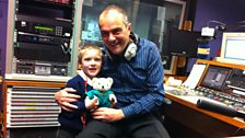 Image for 4 year old gets bravery award for dialling 999