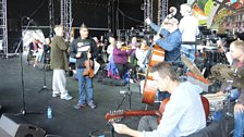 Nigel Kennedy and Mostafa Saad rehearsing with the BBC Concert Orchestra