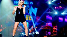 Image for Pixie Lott's Full Performance at the Teen Awards