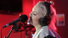 Elli Ingram Live Lounge