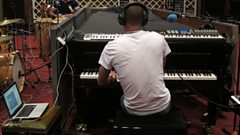 Listen to Roberto Fonseca in session