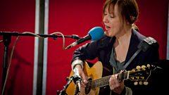 Suzanne Vega sings Luka